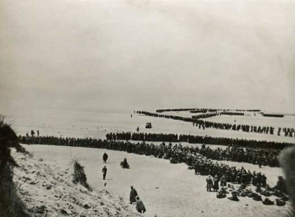 Thousands of British and French soldiers waiting to be evacuated from the beach at Dunkirk in May 1940.